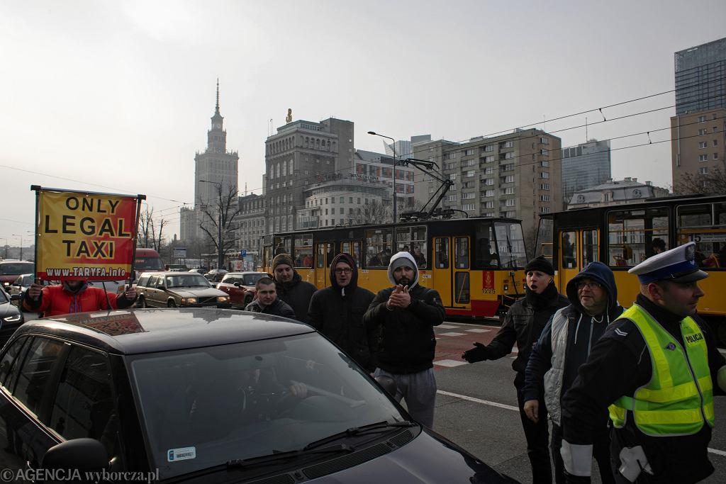 Protesty taksówkarzy i pracowników sądu. Liczne utrudnienia w ruchu