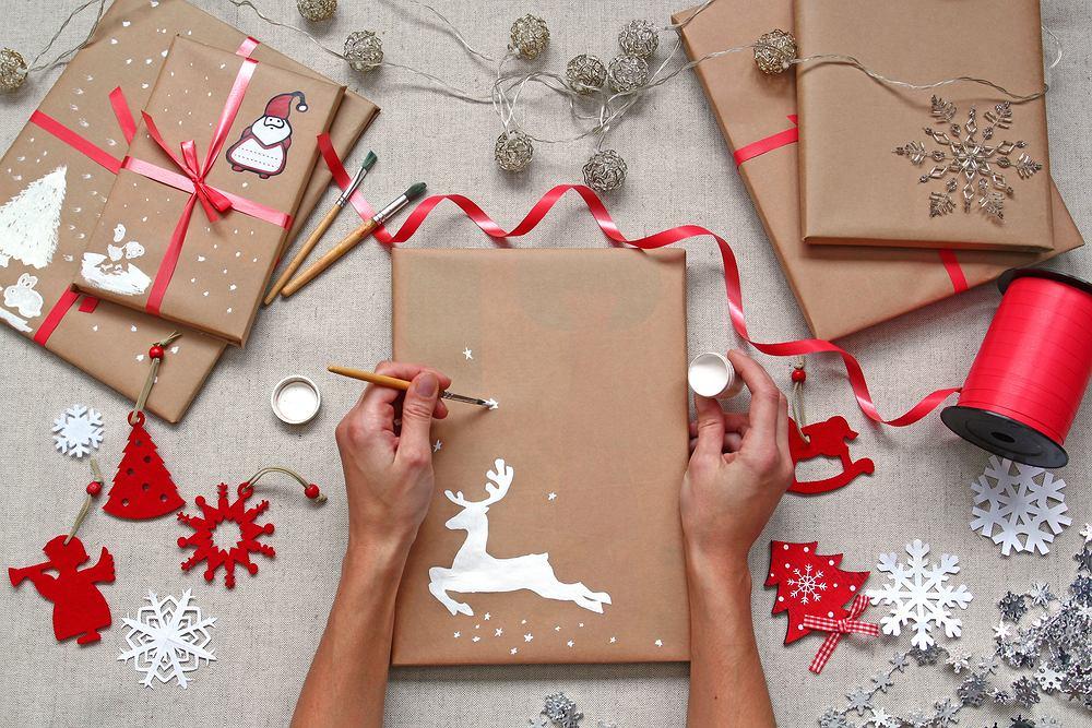 Książka na prezent sprawi dużo radości każdemu. Zdjęcie ilustracyjne