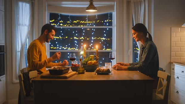 KAROLINA: Czas lockdownu to był czas karnawału. Takie święto. Ciągle jedliśmy pyszne rzeczy i dużo rozmawialiśmy / Fot. Shutterstock.com