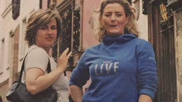 Beata Tadla z koleżanką na starym zdjęciu