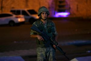 Turcja. Zamach stanu. Łukasz Szukała jest w Ankarze: Słyszę ostrzał