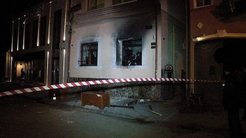 Podpalony budynek mniejszości węgierskiej w ukraińskim Użhorodzie