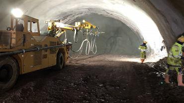 Tak wygląda drążenie najdłuższego tunelu w Polsce  przez pasmo gór Kaczawskich i Wałbrzyskich pod przyszły 16-kilometrowy fragment drogi ekspresowej S3 Bolków - Kamienna Góra