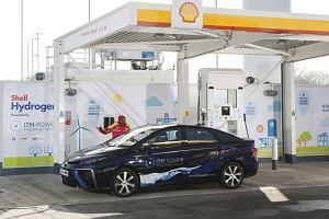 Koncerny naftowe kontra auta elektryczne. Kto przetrwa?