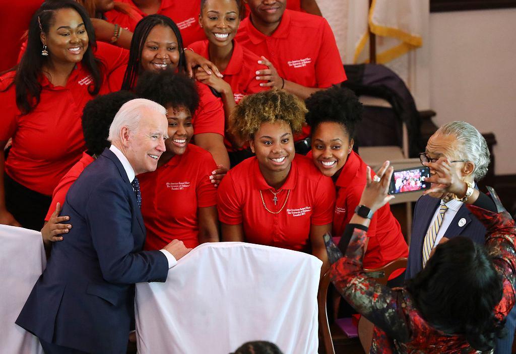 Prawybory w USA. Joe Biden agituje w Brown Chapel African Methodist Episcopal Church w stanie Alabama, 1 marca 2020 r.