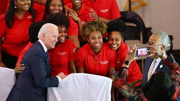 Prawybory w USA. Joe Biden agituje w Brown Chapel African Methodist Episcopal Church w stanie Alabama, 1 marca 2020 r.