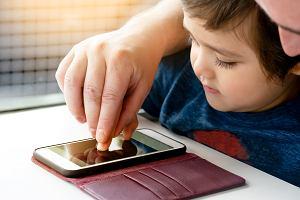 Koronawirus. Czy twoje dziecko umie zadzwonić na pogotowie? Warto z nim o tym porozmawiać