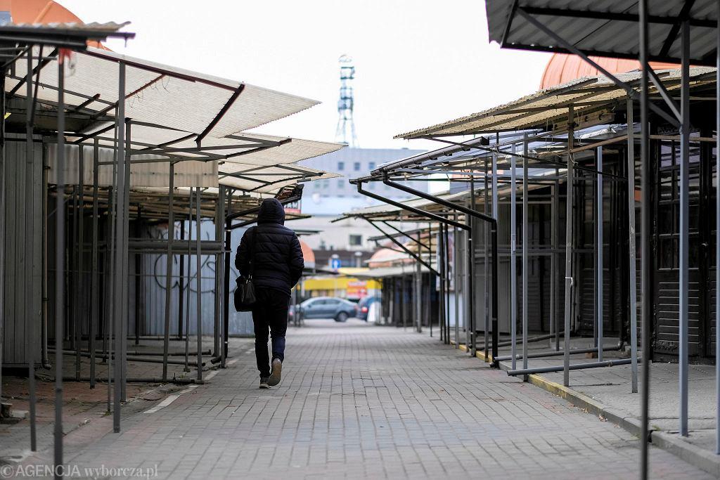 Rzeszów. Z powodu pandemii koronawirusa targowiska pustoszeją z dnia na dzień