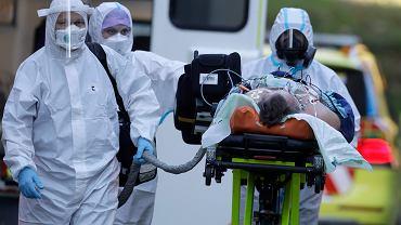 Czechy. Medycy dostaną kilka tysięcy nagrody za walkę z pandemią