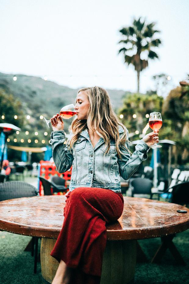 Wino nie jest zdrowsze niż wódka. Tajemnicą są polifenole