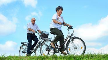 seniorzy na rowerze