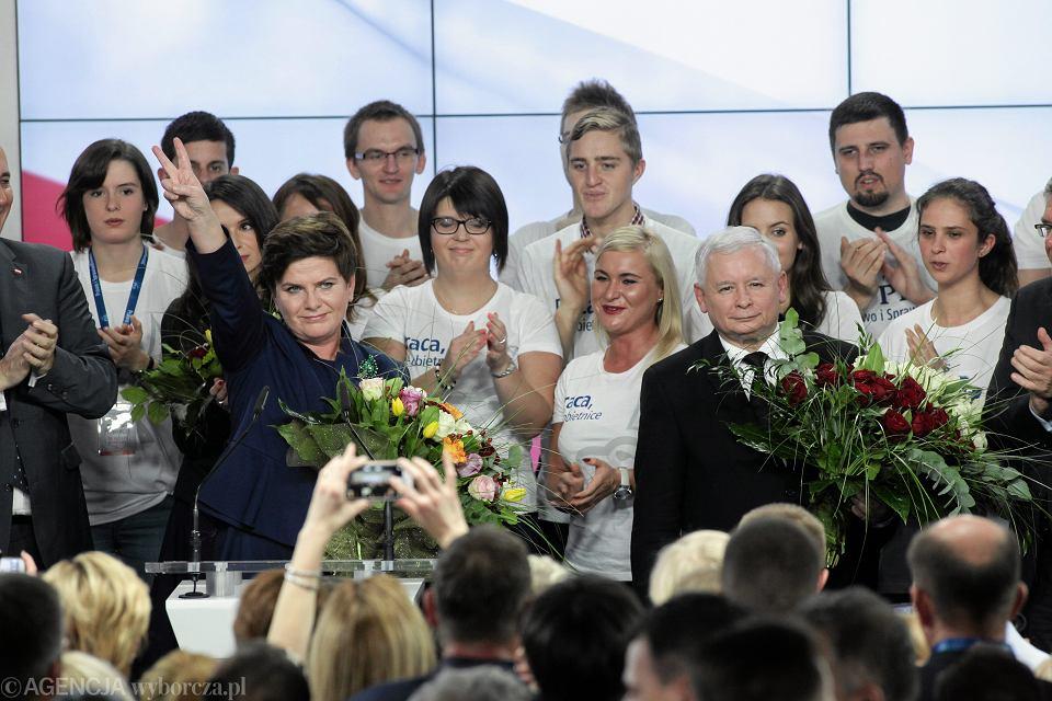25.10.2015, Warszawa, Beata Szydło i Jarosław Kaczyński po ogłoszeniu wyników wyborów parlamentarnych.