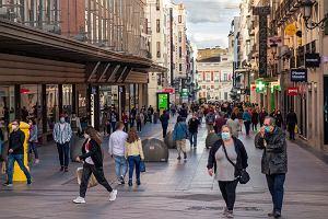 Absurd w Hiszpanii. Mieszkańcy nie mogą podróżować, ale turyści są wpuszczani. Wkracza KE