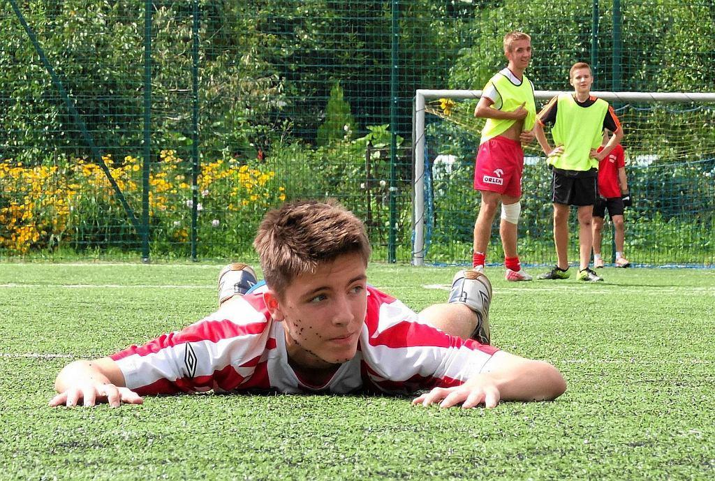 Mecze mistrzostw Płocka dzikich drużyn w piłce nożnej odbyły się na orliku na Winiarach