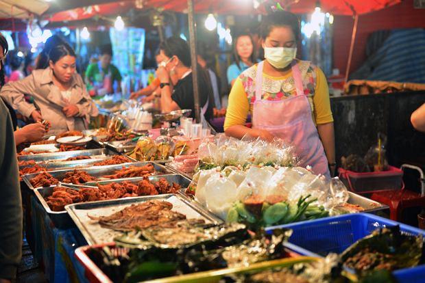 Kosztowanie miejscowych rarytasów może być wspaniałym kulinarnym przeżyciem, ale trzeba być przy tym ostrożnym