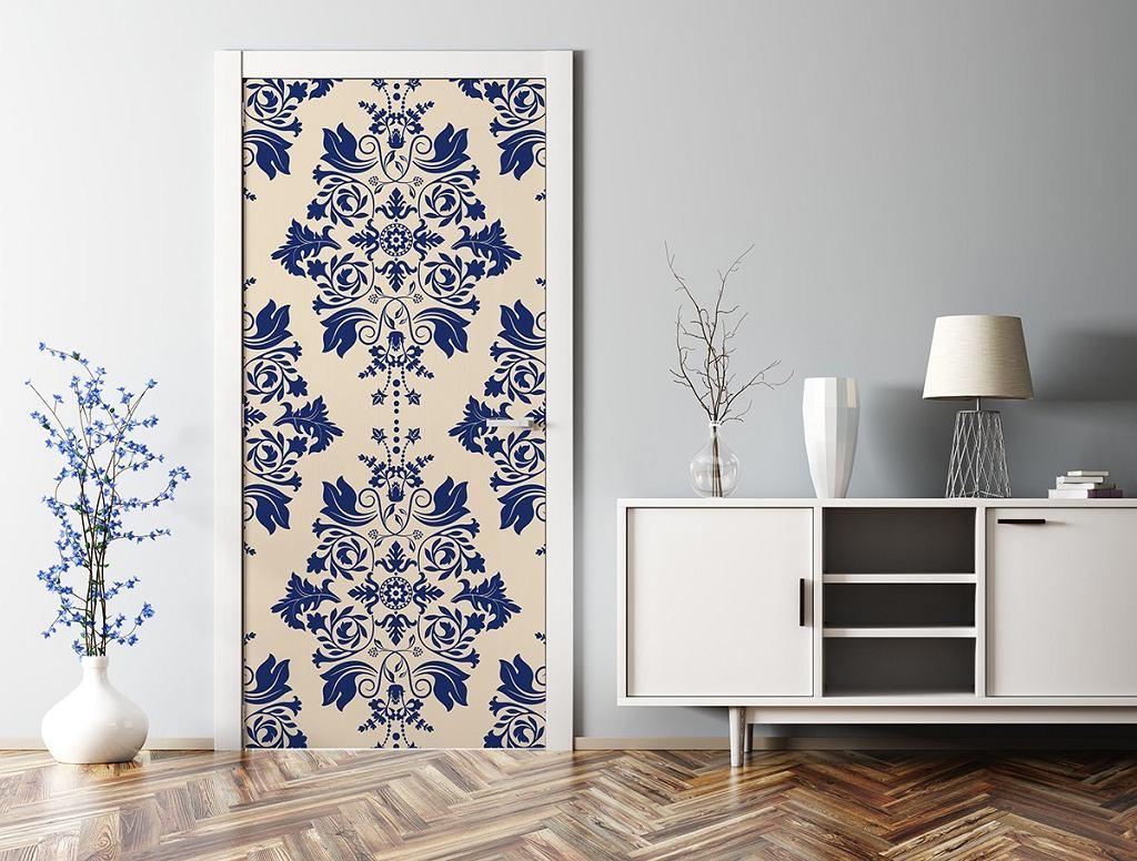 Naklejka na drzwi do salonu z eleganckim wzorem