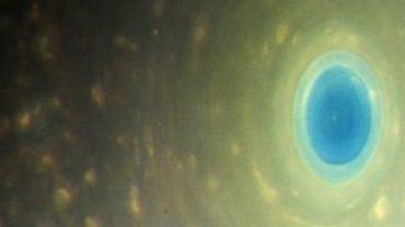 Oko cyklonu nad biegunem północnym Saturna