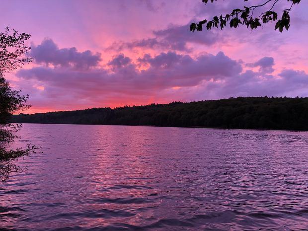 Jezioro Ostrzyckie w Kaszubskim Parku Krajobrazowym