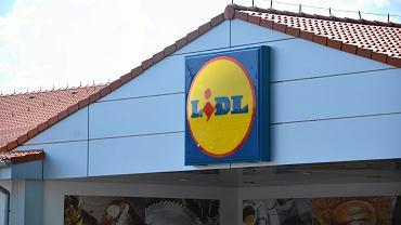 Lidl sprzedaje modne, uwielbiane przez kobiety jeansy za mniej niż 40 zł. Ten model wyszczupla (zdjęcie ilustracyjne)
