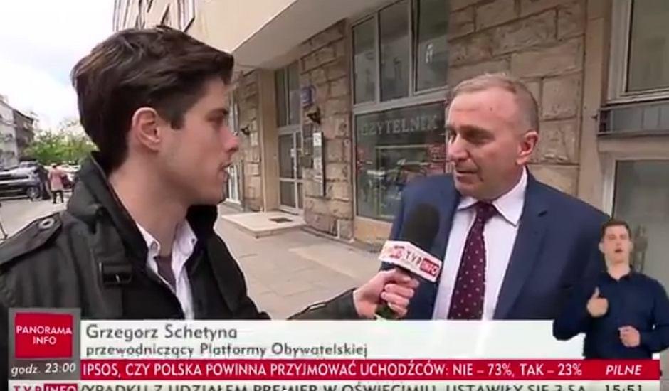 Grzegorz Schetyna mówi reporterowi TVP Info, że PO jest przeciwna przyjmowaniu uchodźców do Polski