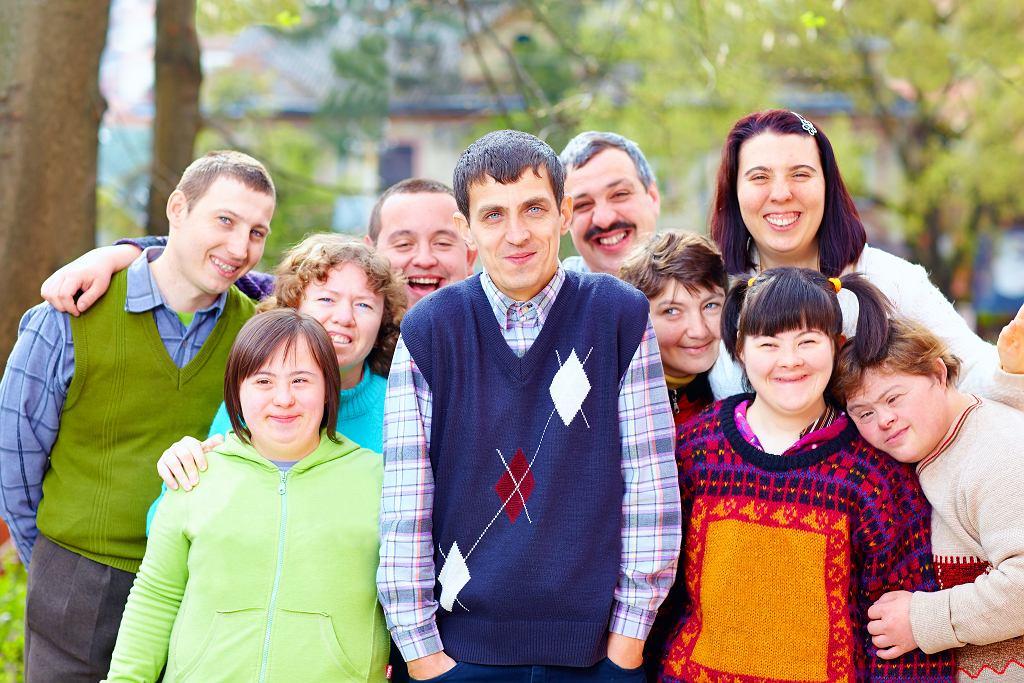 Przez to, że mówimy 'osoba z niepełnosprawnością' pokazujemy, że jest to tylko jeden z wymiarów jej osobowości.