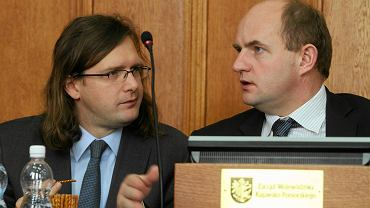 Michał Korolko (z lewej) z marszałkiem województwa Piotrem Całbeckim