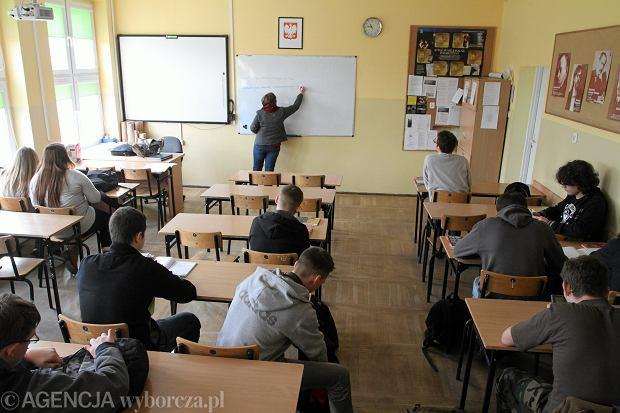 Nie będzie elit, będzie fikcja. Jak po reformie edukacji licea będą uczyć polskiego - rozmowa z prof. Krzysztofem Biedrzyckim.