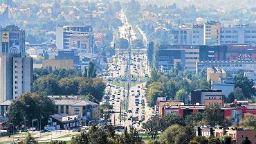 Widok na miasto z góry 108 metrowego pylonu