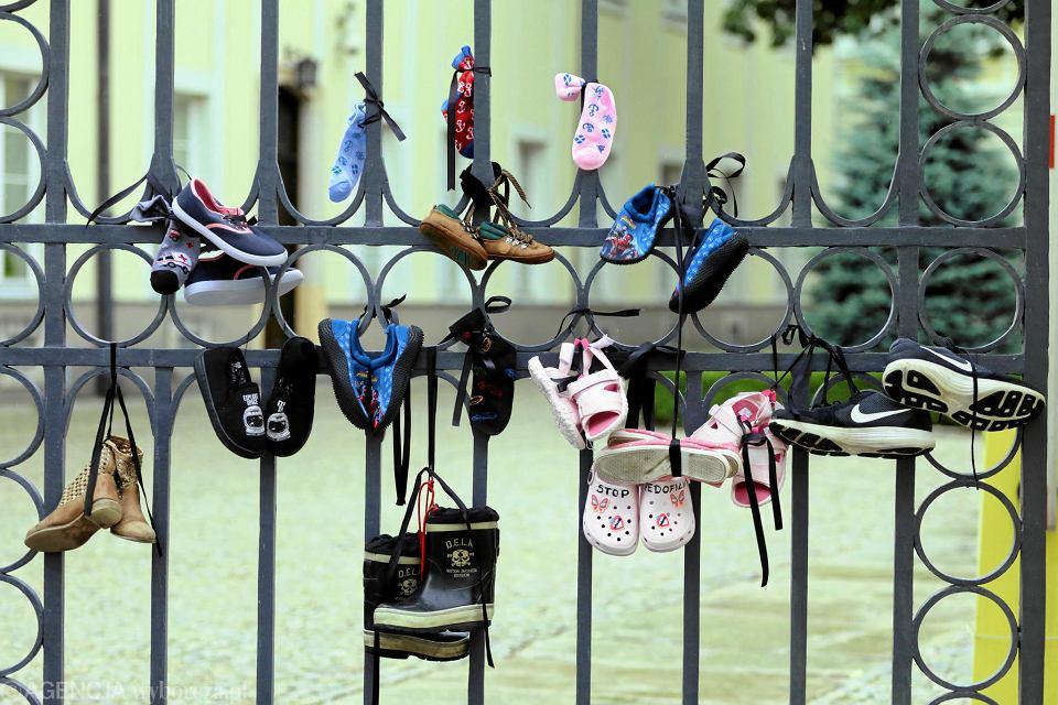 26.08.2018, Warszawa, Dom Arcybiskupów Warszawskiech, akcja Baby Shoes Remember upamiętniająca ofiary pedofilii w Kościele.