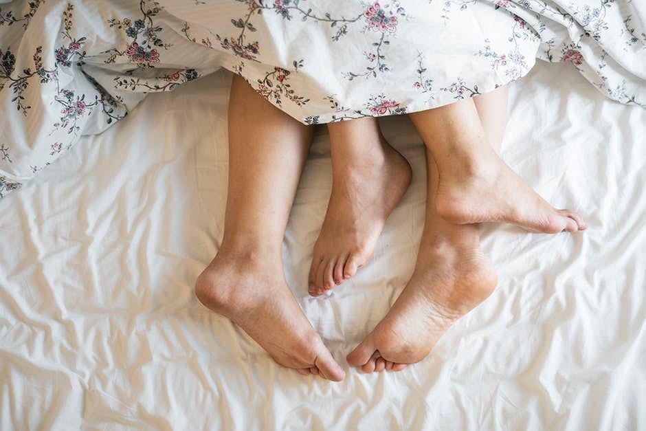 Łóżko dzielimy nie tylko z partnerem, ale także całym mnóstwem mikrobów