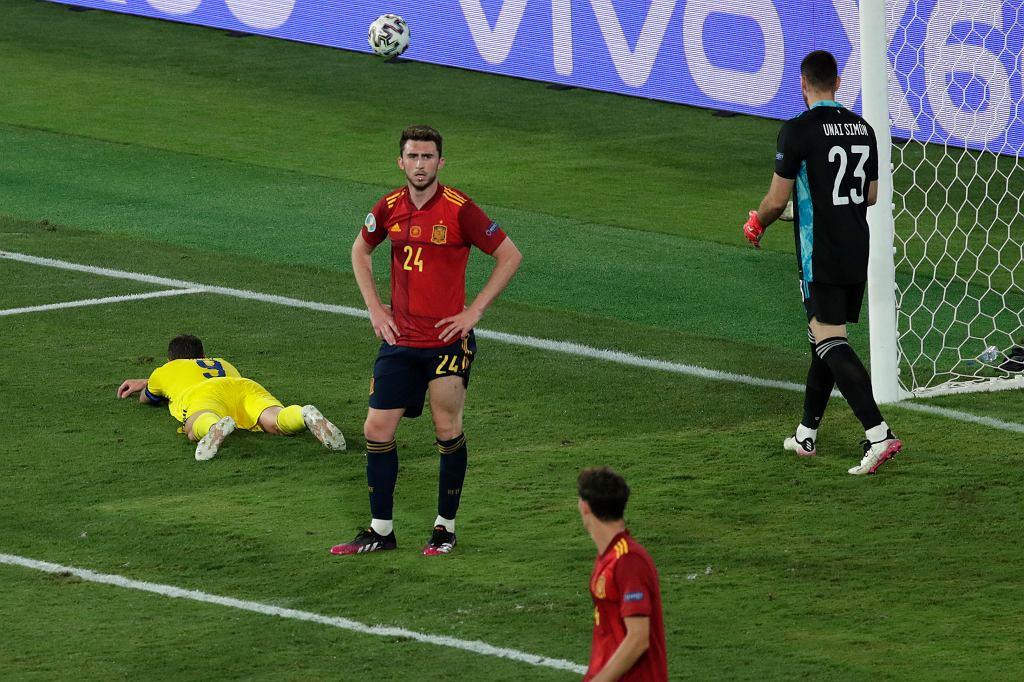 Marcus Berg (L) podczas meczu Hiszpania - Szwecja na Euro 2020.