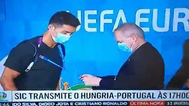 Ochrona na Puskas Arenie sprawdza identyfikator Cristiano Ronaldo