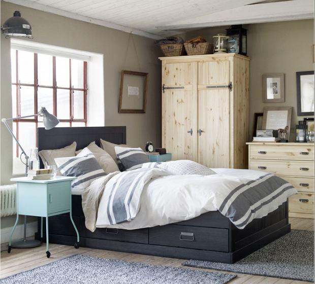 Szafa w sypialni - wolno stojąca czy w zabudowie? Jaką szafę wybrać?