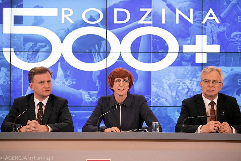 Wiceminister Bartosz Marczuk, minister Elżbieta Rafalska i wiceminister Krzysztof Michalkiewicz