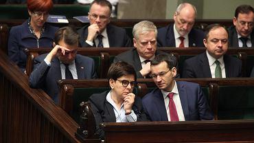 Premier rządu PiS Beata Szydło i wicepremier Mateusz Morawiecki w ławach rządowych. Warszawa, Sejm, 9 lutego 2017