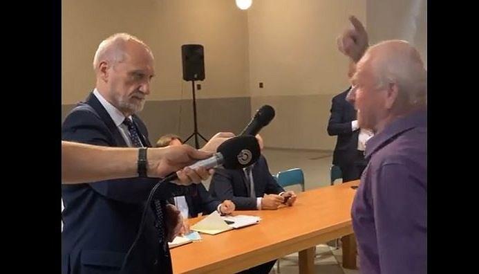 Wymiana zdań podczas spotkania z Macierewiczem
