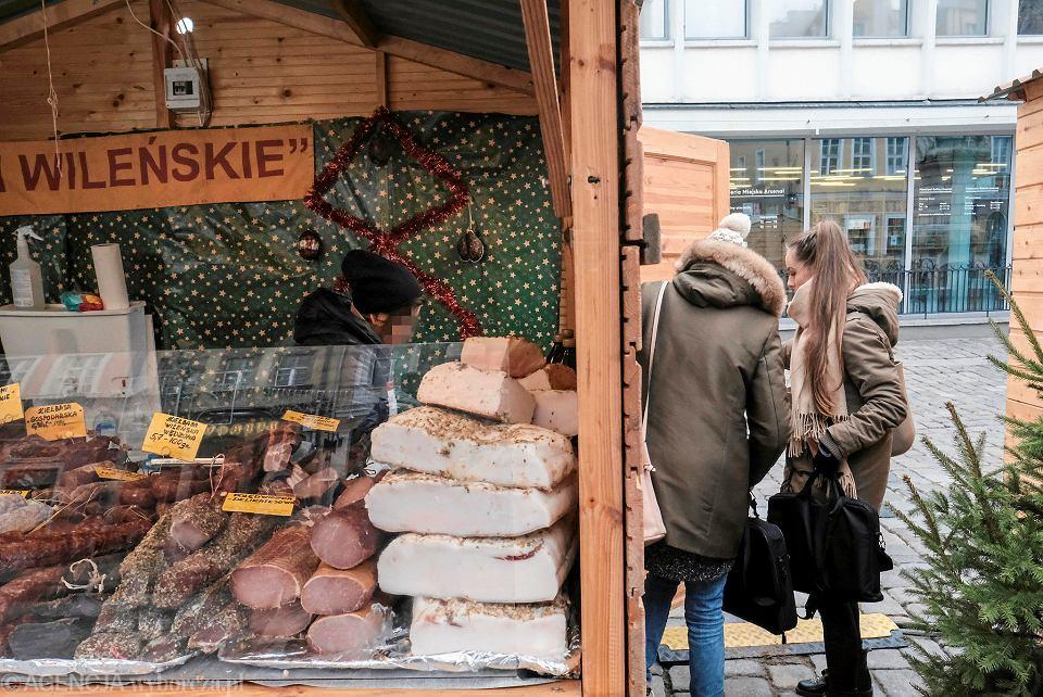 Sanepid skontrolował poznańskie jarmarki bożonarodzeniowe. Wystawiono dwa mandaty.