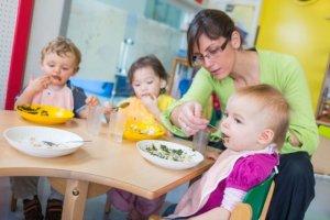 Jedzenie w żłobkach - czy wymaga poprawy? Pytamy dietetyka
