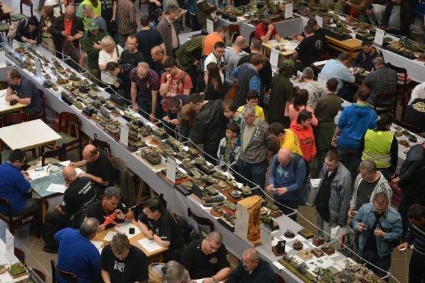 Widok na jedną z hal wystawowych podczas corocznego festiwalu odbywającego się w niewielkim mieście Mosonmagyarovar na Węgrzech. W tym roku podczas dwudniowej imprezy odwiedziło ją 6 000 osób