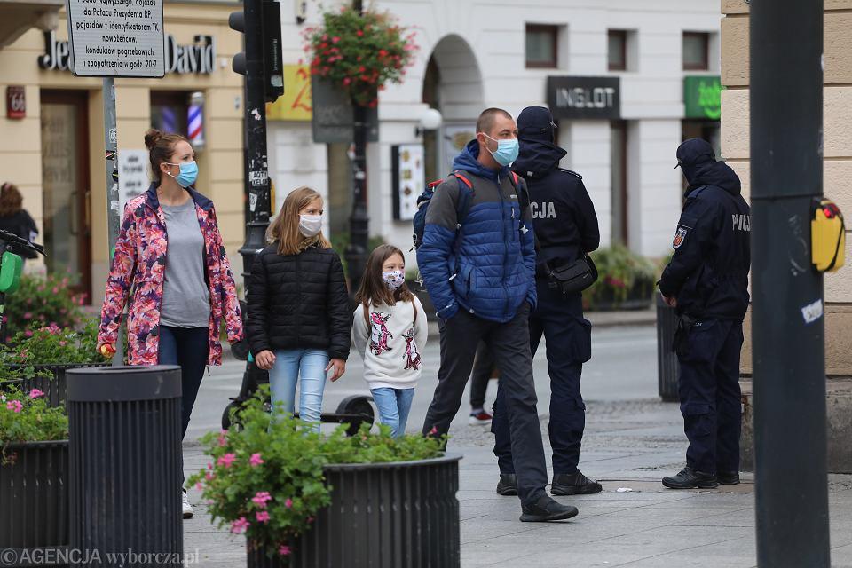 Warszawa, pierwszy dzień obowiązywania nowych restrykcji w związku z epidemią koronawirusa, 10 października 2020.
