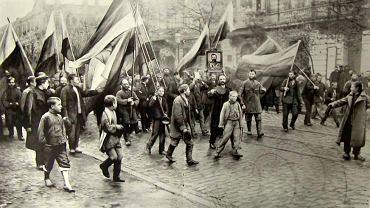 Demonstracja poparcia cara Mikołaja II zorganizowana przez czarną sotnię w 1905 r. w Odessie