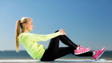Problemy z kolanami niejednokrotnie mają nie osoby, które zapominają o fizycznej aktywności, ale i te, które ćwiczą nieumiejętnie
