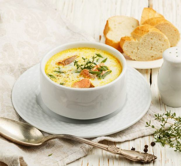 Zupa łososiowa z sosem rybnym i mlekiem kokosowym