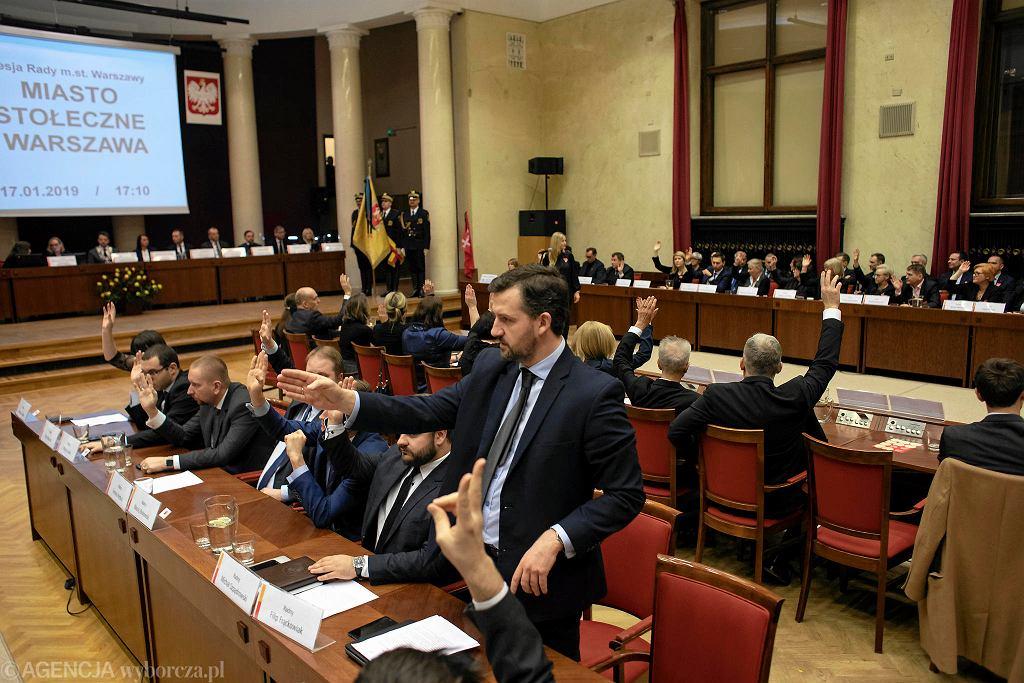Sesja Rady Warszawy w sali w Pałacu Kultury