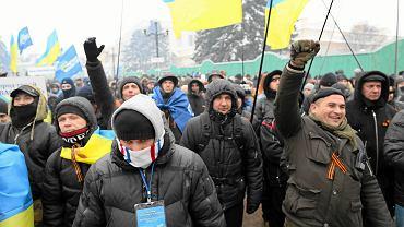 Zwolennicy prezydenta Wiktora Janukowycza i Partii Regionów w obozie pod parlamentem