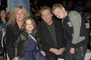 Jacek Borkowski z żoną i dziećmi