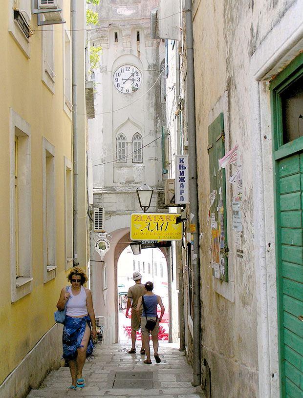 Podróż do Czarnogóry czyli na tropach mistrzów samogonu, wakacje, europa, podróże, Słynna wieża zegarowa w Hercegnovi