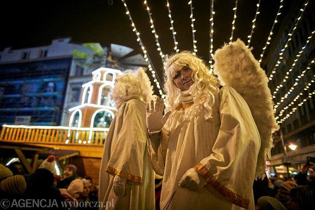 Zdjęcie numer 0 w galerii - Choinka i ulica Piotrkowska rozbłysły na święta [ZDJĘCIA]