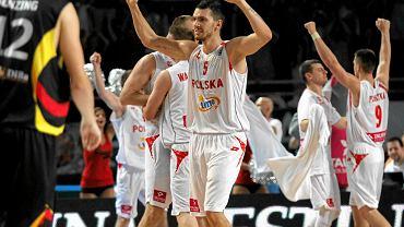 Radość polskich koszykarzy. Aaron Cel