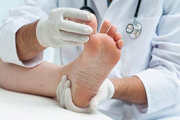 Koślawość stóp jest normalna na pewnym etapie rozwoju dziecka